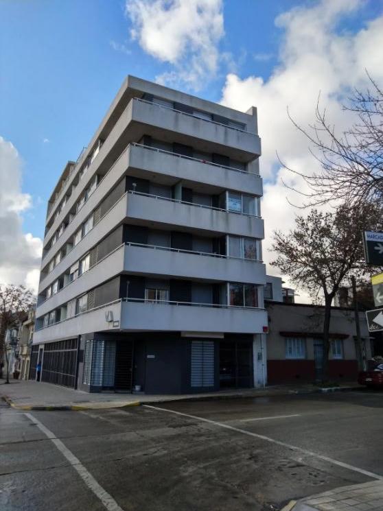 Apartamento En Estado Impecable Sobre Miguelete Y Defensa