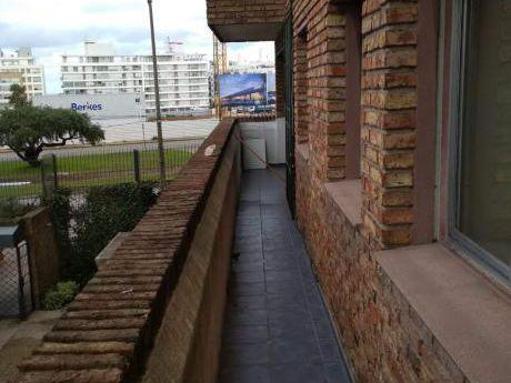 Apartamento En Alquiler 3 Dormitorios Y Cochera