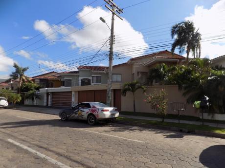Casa En Alquiler Av. Canal Isuto