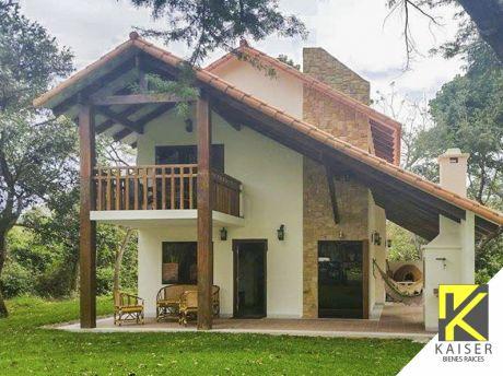 Bella Casa En Condominio Laguna Azul