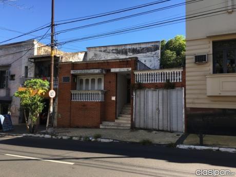 Casa S/ Rodriguez De Francia Y Mexico - 250m2
