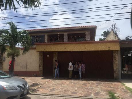Casa En Anticretico Av. Santos Dumont C/7dorm