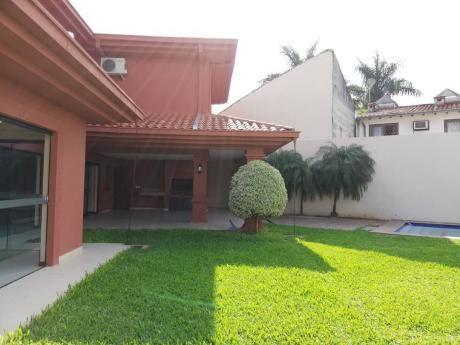Alquilamos Preciosa Casa En Condominio Privado.  Barrio Mburucuya.