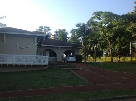 2 Casas Juntas En El Parana Country Club Sobre Campo De Golf