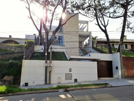 Espectacular Casa A Pasos Del Mar!!,