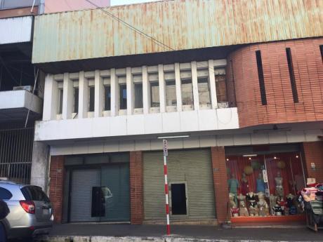 Amplio Salon Comercial En Centro De Asuncion
