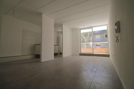 Al Frente Con Terraza, Parillero Común Y Opción De Garage.