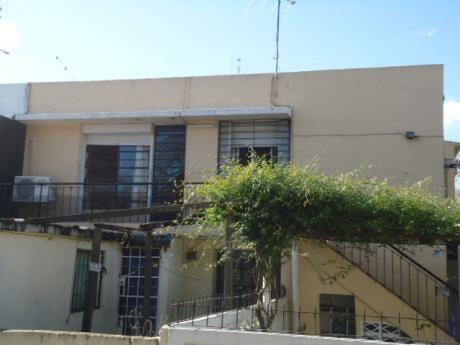 Casa 1 Dormitorio, Complejo Barrio Colón. Muy Buen Estado.
