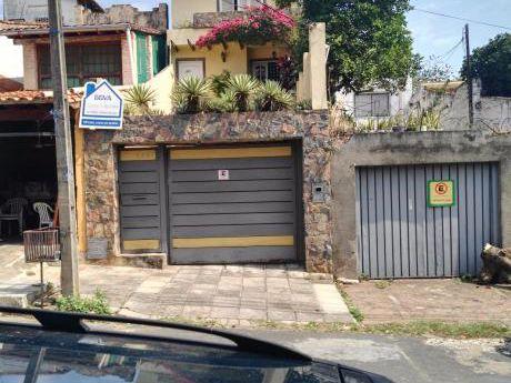 Casa En Sajonia A 2 Cuadras Del Palacio