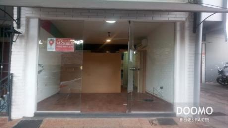 En Alquiler Excelente Ubicación Salón Comercial...