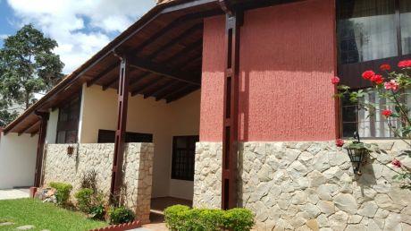 Vendo Amplia Casa En Barrio Sajonia A 150 M. De Avda. Carlos Antonio Lopez