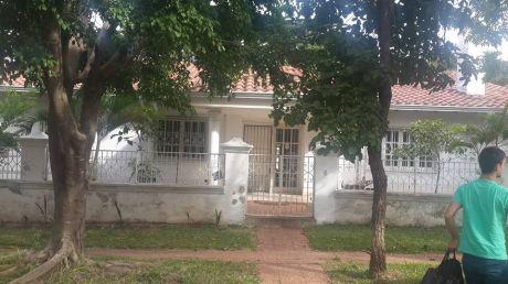Atención Inversionistas! !!!! Vendo Amplia Casa En Los Laureles