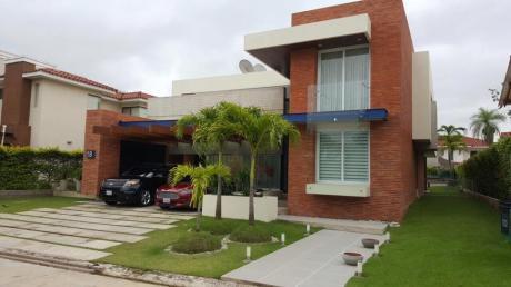 Casa En Venta En Colinas Del Urubo