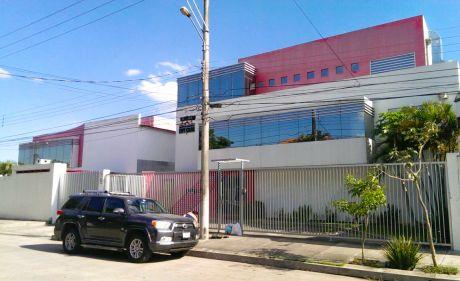 Edificio De Oficinas Y Galpón