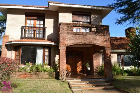 Hermosa Casa En Barrio Cantegril.