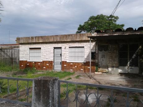 Casa 2 Dormitorios En Colon