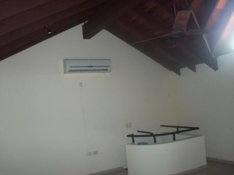 Alquilo Elegante Duplex Con Piscina B Mburucuya