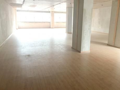 Oficina De 180m2 En Alquiler En Ciudad Vieja
