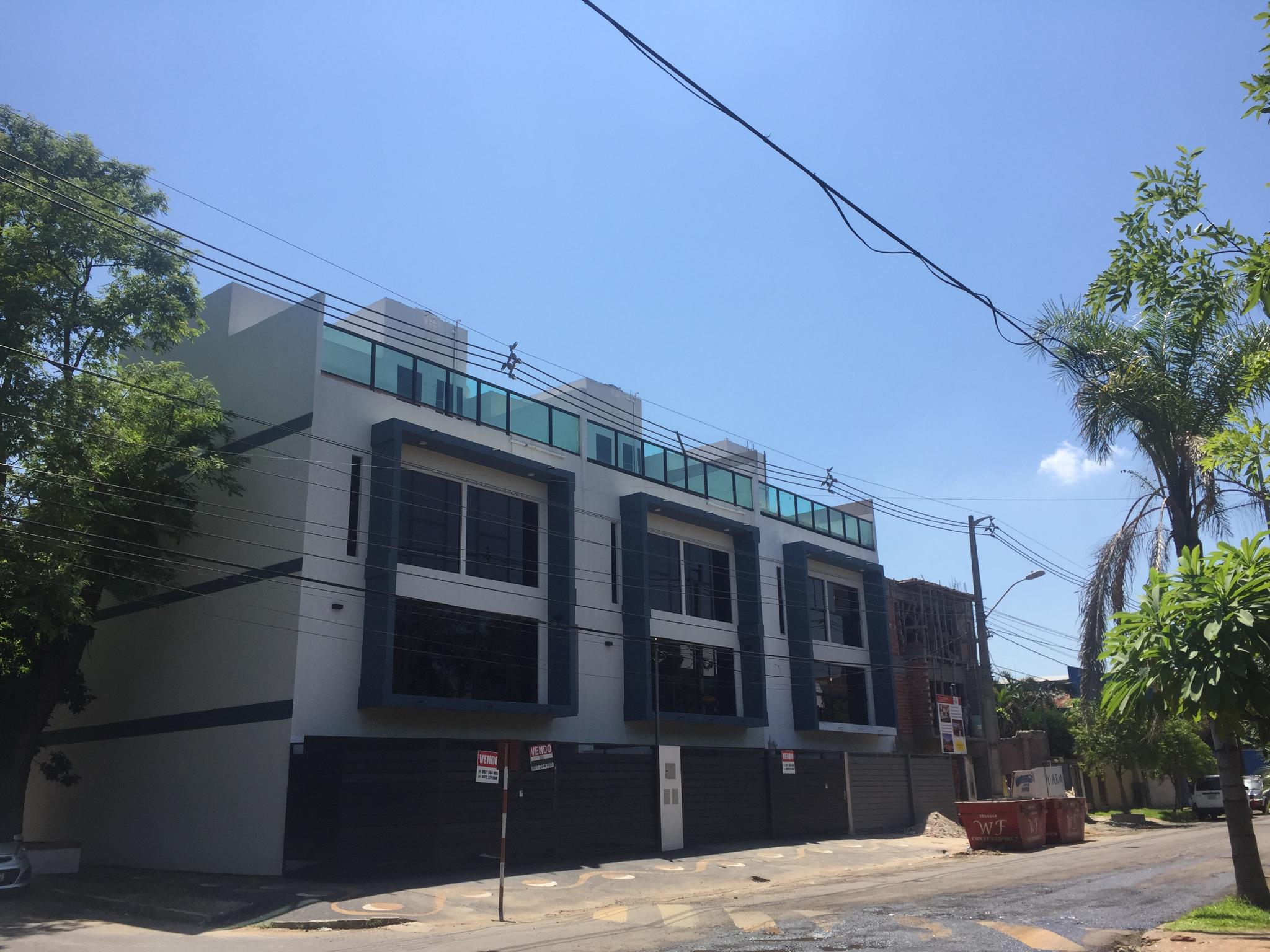 Proyecto Alas Paraguayas - Casa Unifamiliar De 3 Pisos