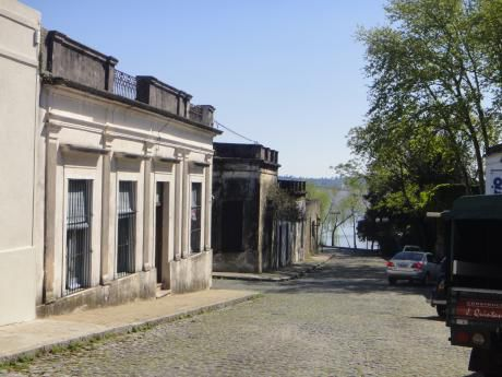 Casa Colonial , 3 Dormitorios, BaÑo,  Cocina, Comedor,living En Barrio Historico