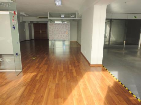 Oficina En Alquiler En Ciudad Vieja- Plaza Independencia