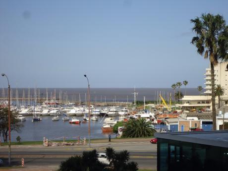 Emblematico Edificio Panamericano, Con Vista única A Puerto De Buceo.