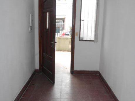Ph En 2 Plantas A Metros De Gral. Flores Y Bvar. Artigas!