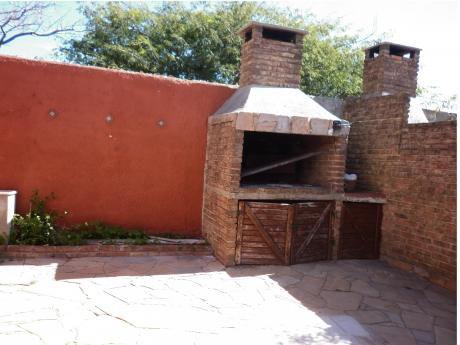 Vendo Casa Malvín Sur Un Dormitorio - Fondo - Jardín