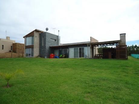 Casa Unica En Altos De La Tahona!