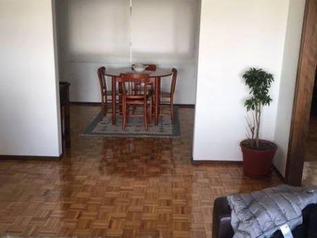Apartamento Impecable 2 Dorm Y Servicio En Pocitos Sobre Cavia