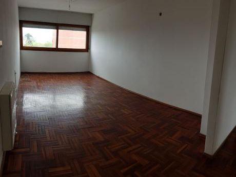 Apartamento 3 Dormitorios ( La Blanqueada )