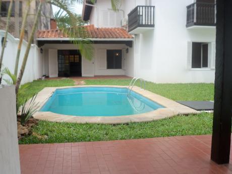 Elegante Residencia En Manora De 2 Pl 3 Dormitorios En Suite Piscina