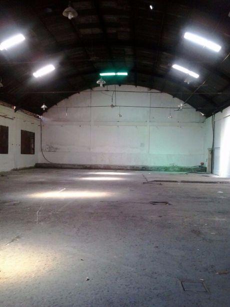 Deposito 3.900 M2, Sup. Terreno 5.900 M2, Zona Gral. Santos Y Artigas