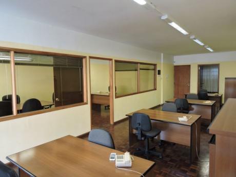 Oficina 100 M2 Totalmente Equipada - 18 Y Río Branco - Excelente Estado
