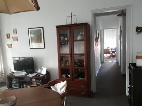 Dueño Vende Luminoso Apto, 2 Dormitorios, 50m2, Muy Buen Estado, En Tres Cruces