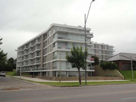 Apartamento En Edificio Altos Del Plata, Unidad 308