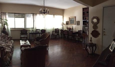 Venta Pocitos, 2 Dormitorios Y Servicio, Garaje