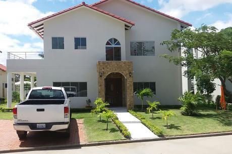 Hermosa Casa En Venta - Jardines I - Urubó