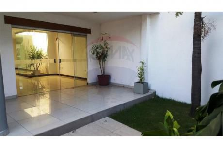 Todo Un Lujo!!  Casa En Venta, Av La Barranca (frente A Plazuela)