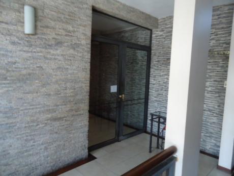 Apartamento De Categoria Sobre Av. Libertador