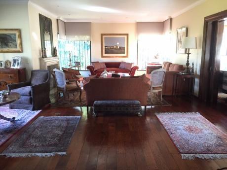 Gran Residencia De 4 Dormitorios En Carrasco Sur