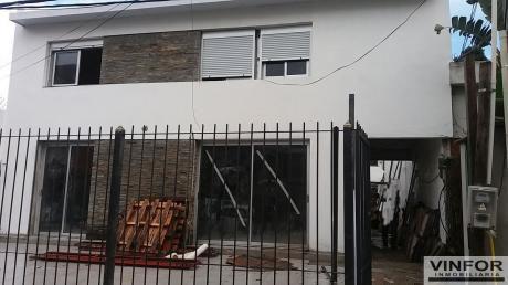 Casa Independiente Al Frente Con Jardín Y Patio