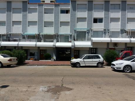 Apartamento En Punta Del Este Con Vista Al Mar.
