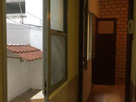 Venta Apartamento 1 Dorm, Pb Iluminado, Patio, Pocitos, Todos Los Servicios