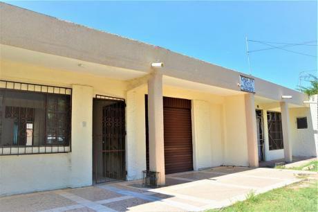 Amplia Casa Para Vivienda Y Negocio En Zona Comercial