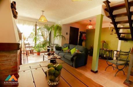 Hermosa Casa Dúplex En Cooperativa, 3 Dormitorios, Patio, Jardín