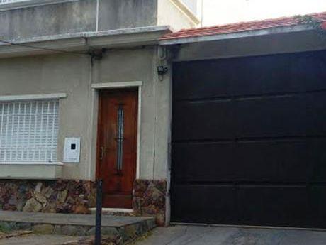 Casa De Altos Con Garage A Metros De La Rambla