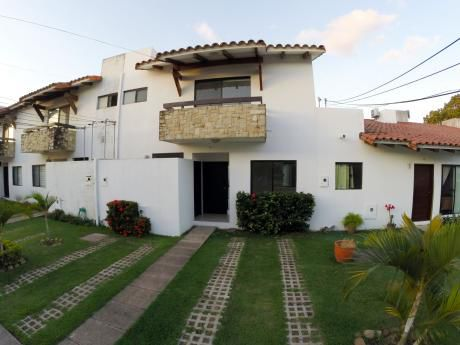 Casa En Venta En Condominio Las Palmas De California Club 3