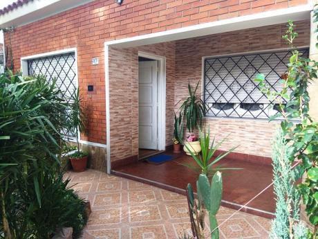 Excelente Casa A Metros De Gral Flores
