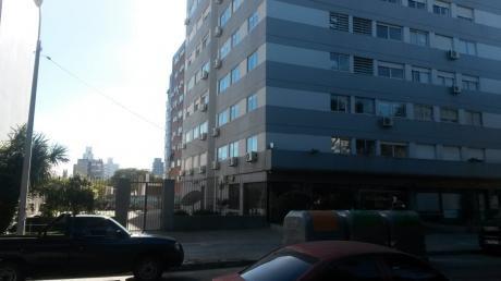 Oportunidad En Precio!!!.apartamento Golf Dos Dormitorios Ocupado.